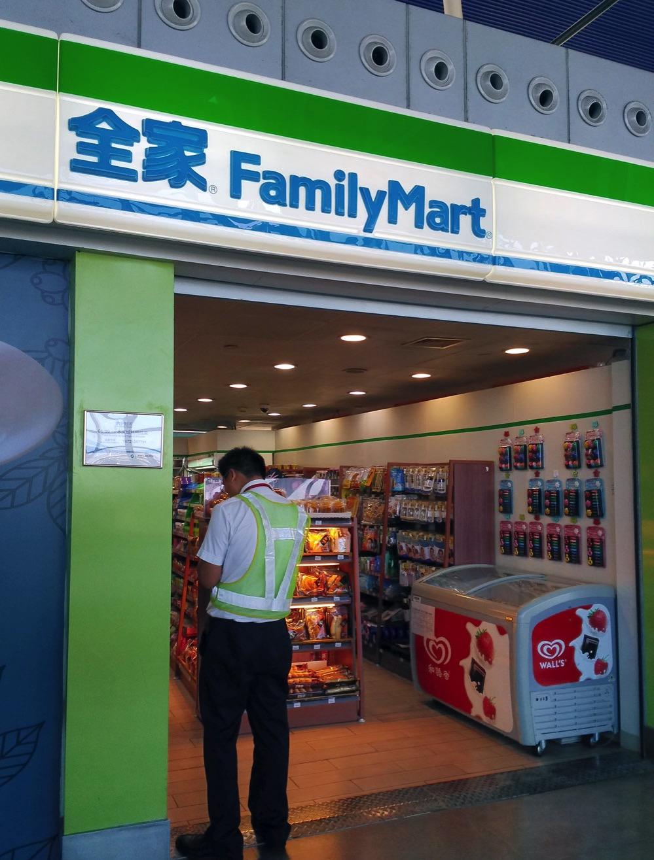上海浦東国際空港のファミリーマート