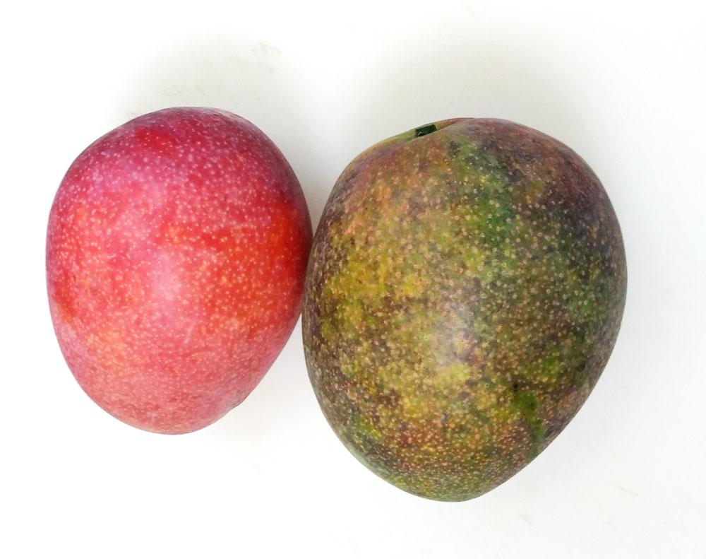 完熟マンゴーとグリーンマンゴー