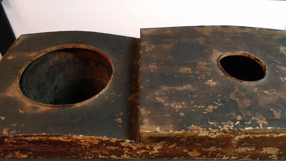 油をいれた桶を入れる道具