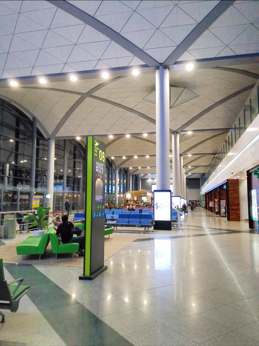 プノンペン国際空港の出発ロビー