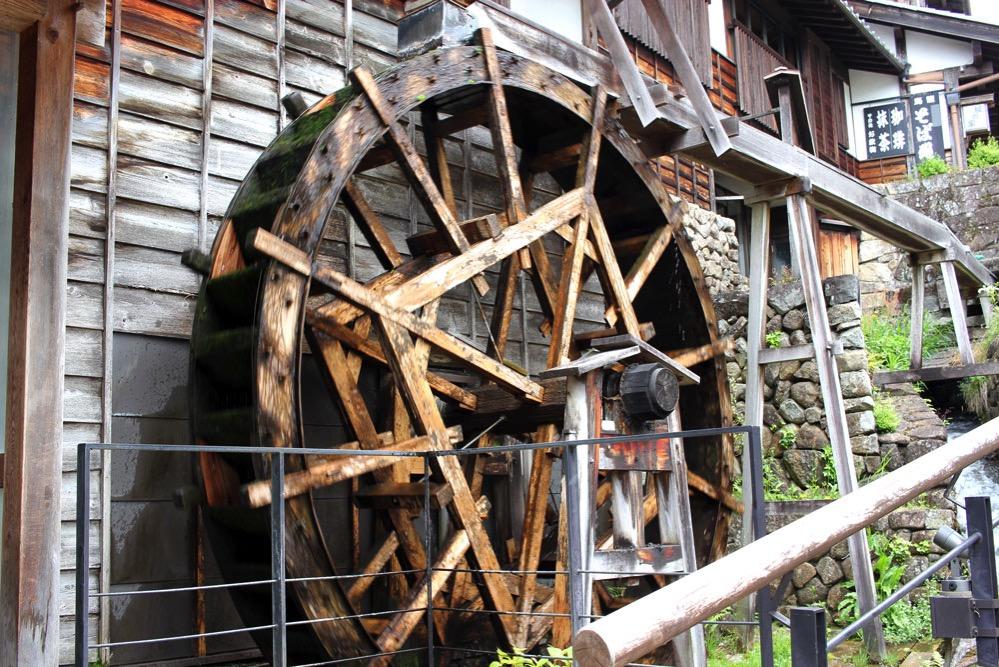 馬籠宿のシンボル・水車
