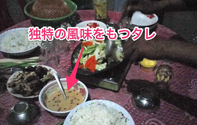 独特の白いタレ