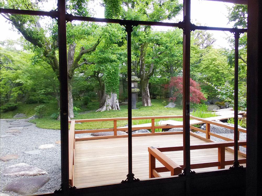 西尾八ツ橋の里から見る庭