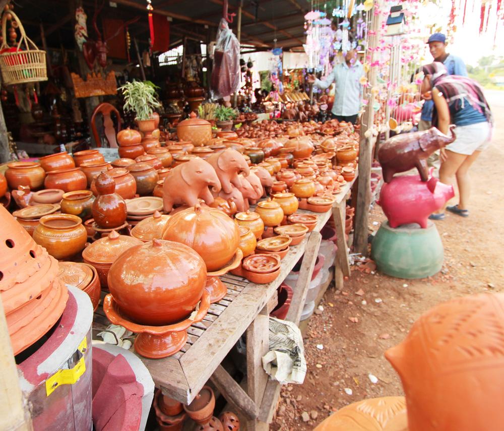 コンポンチュナンの陶器店