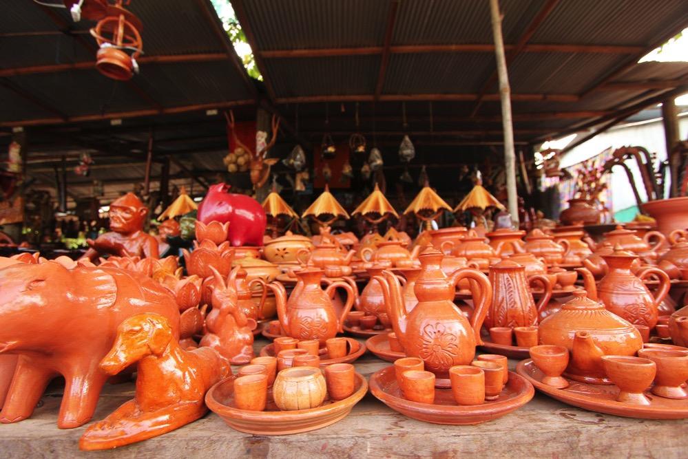 コンポンチュナンの陶器屋さん