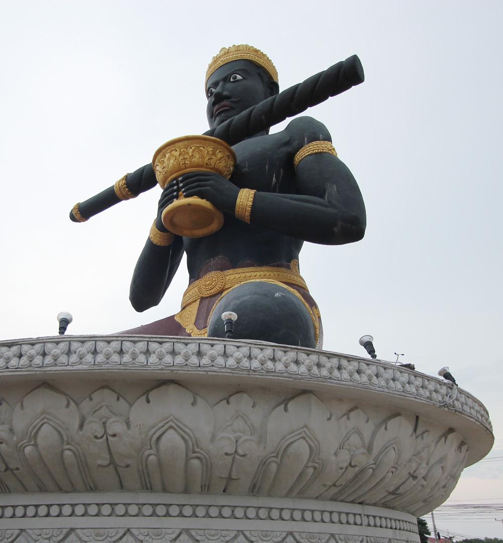 バッタンバンの黒い像