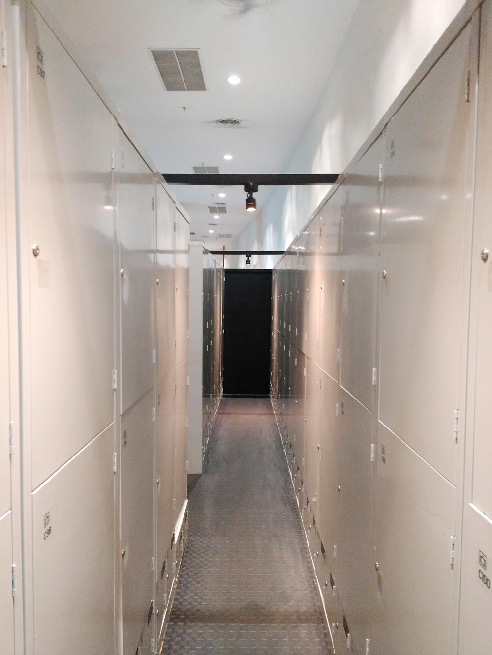 ロッカールームの内部