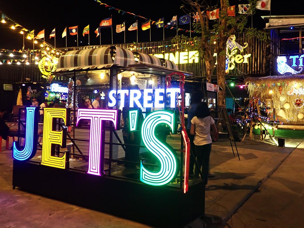 プノンペンの若者が集まる最先端ナイトマーケット Jet's container night market | 人生は宇宙だ!