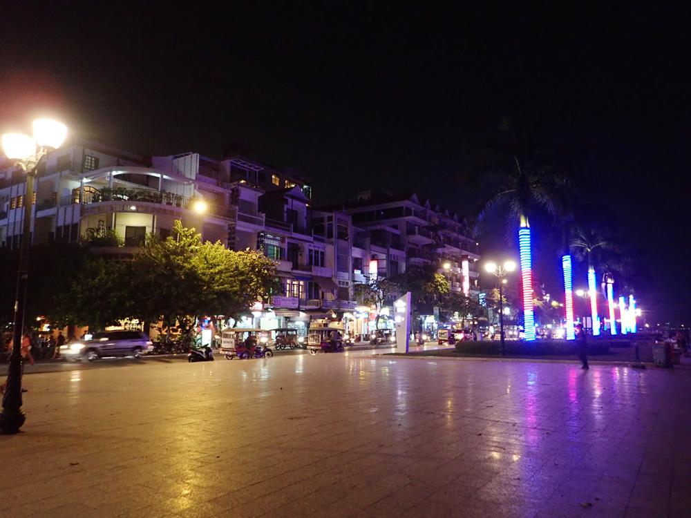 リバーサイドの夜の風景