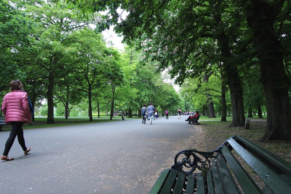 リージェンツパークの歩道