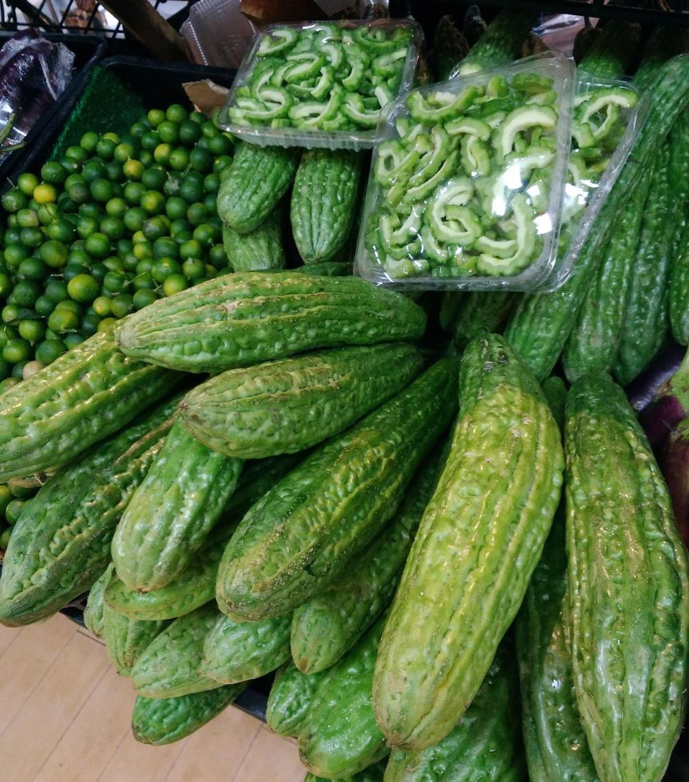 スーパーマーケットにならぶ野菜