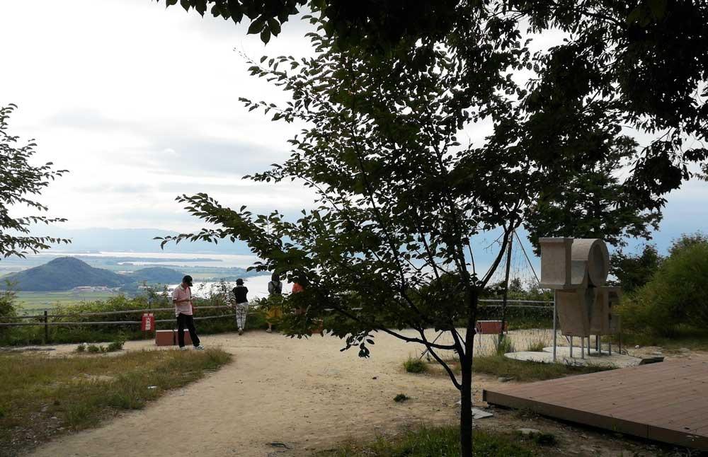 琵琶湖が目の前に広がる西の丸址