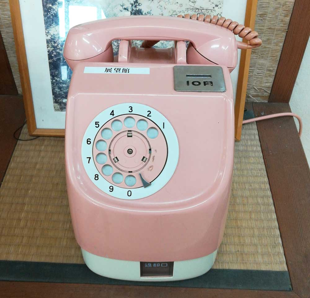 懐かしいピンクの電話