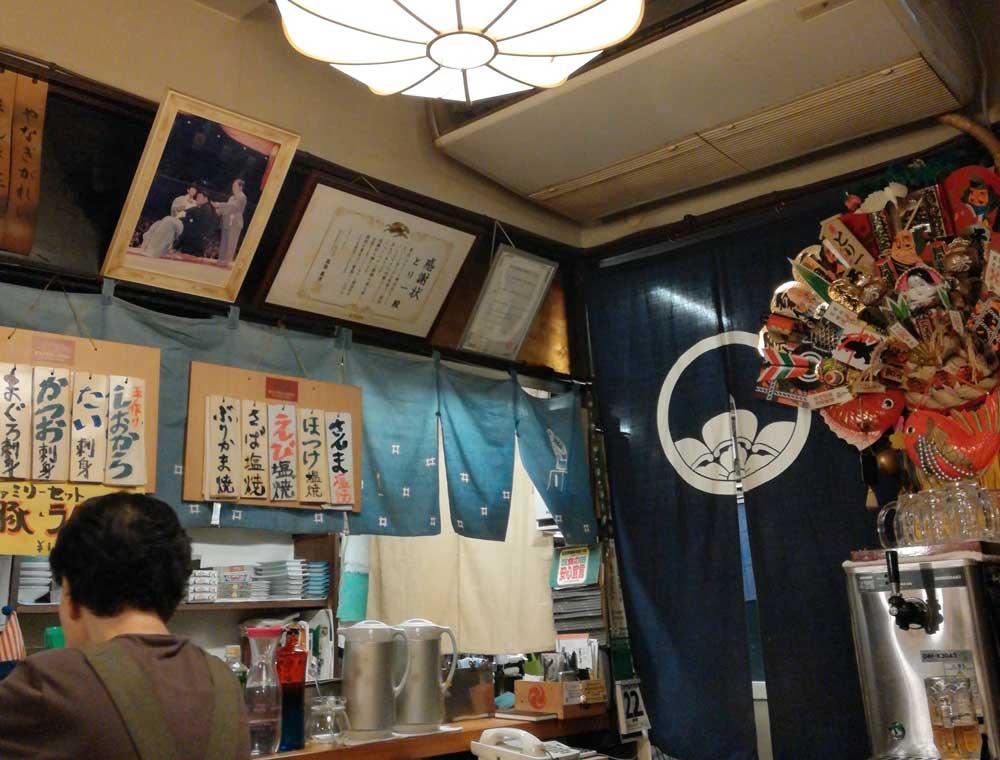 お相撲産の断髪式の写真が飾られていた