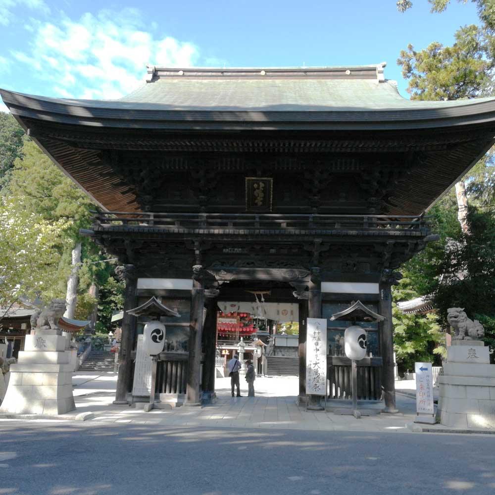 日牟禮八幡宮の門