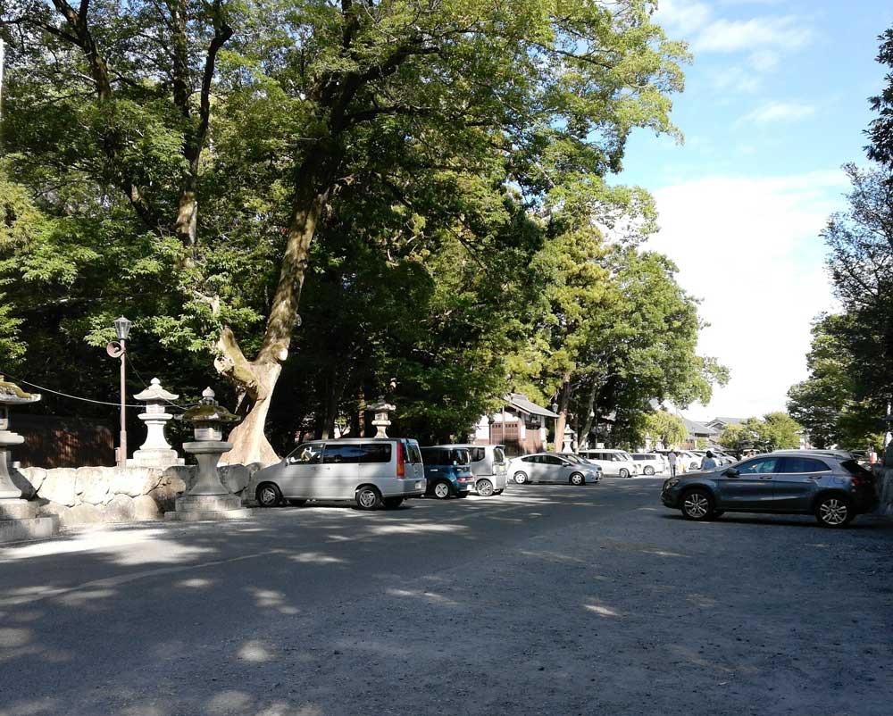 日牟禮八幡宮の駐車場