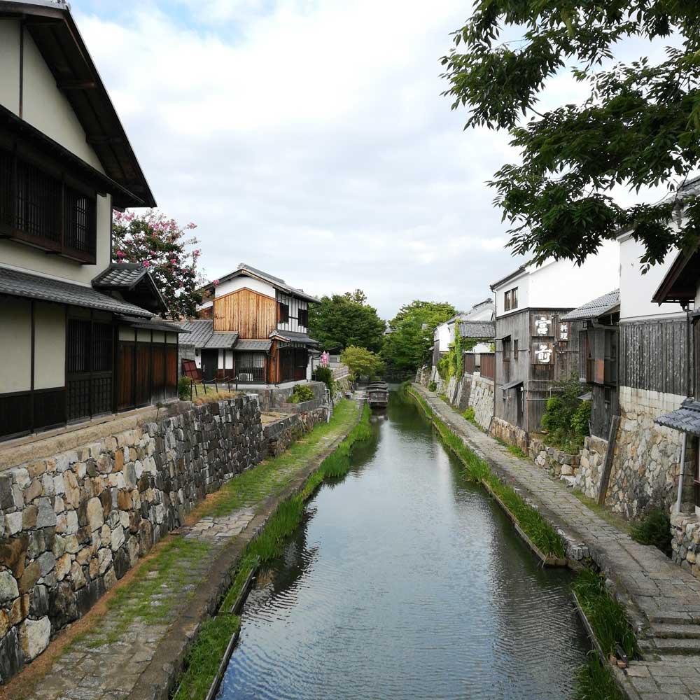 情緒漂う運河が町を流れる
