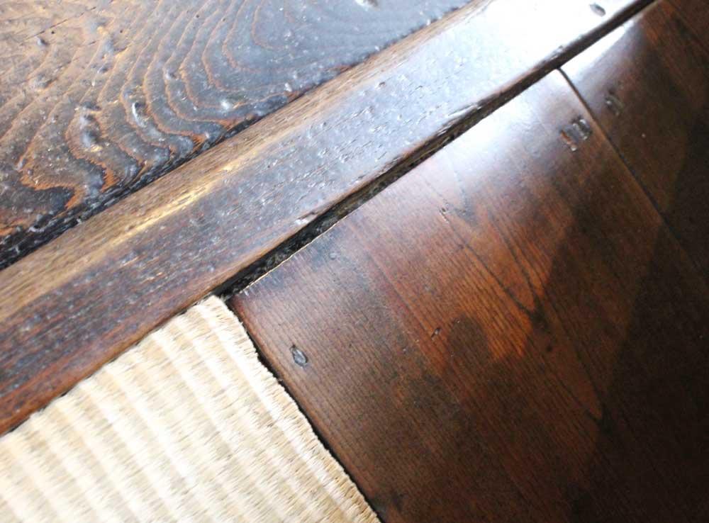 板張りの嫁の席