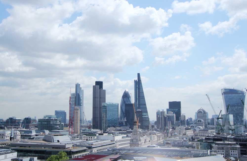 石の回廊から見るロンドンの街並み