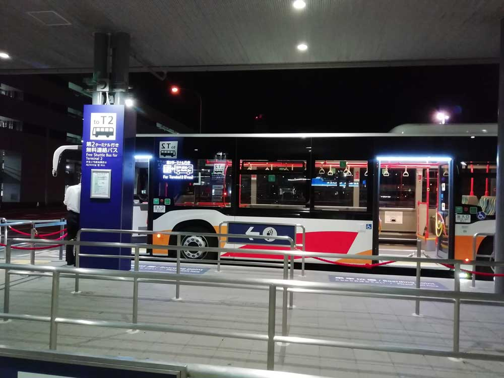 ターミナル間を結ぶシャトルバス