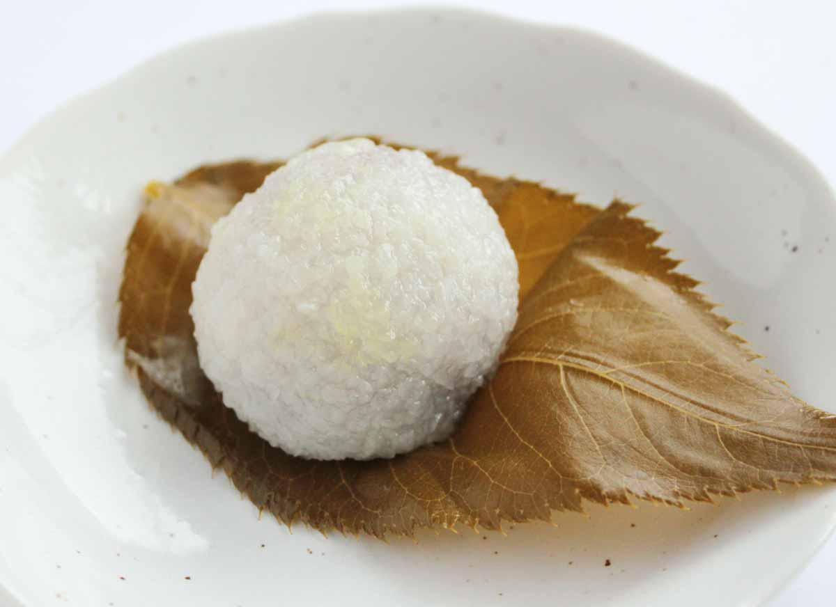 白い道明寺が印象的な仙太郎の桜餅
