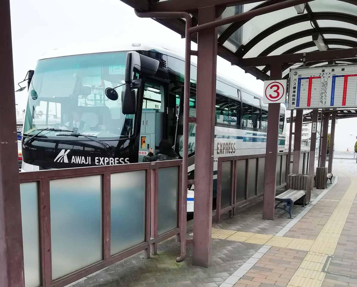 徳島行きのバスは3番のりばから