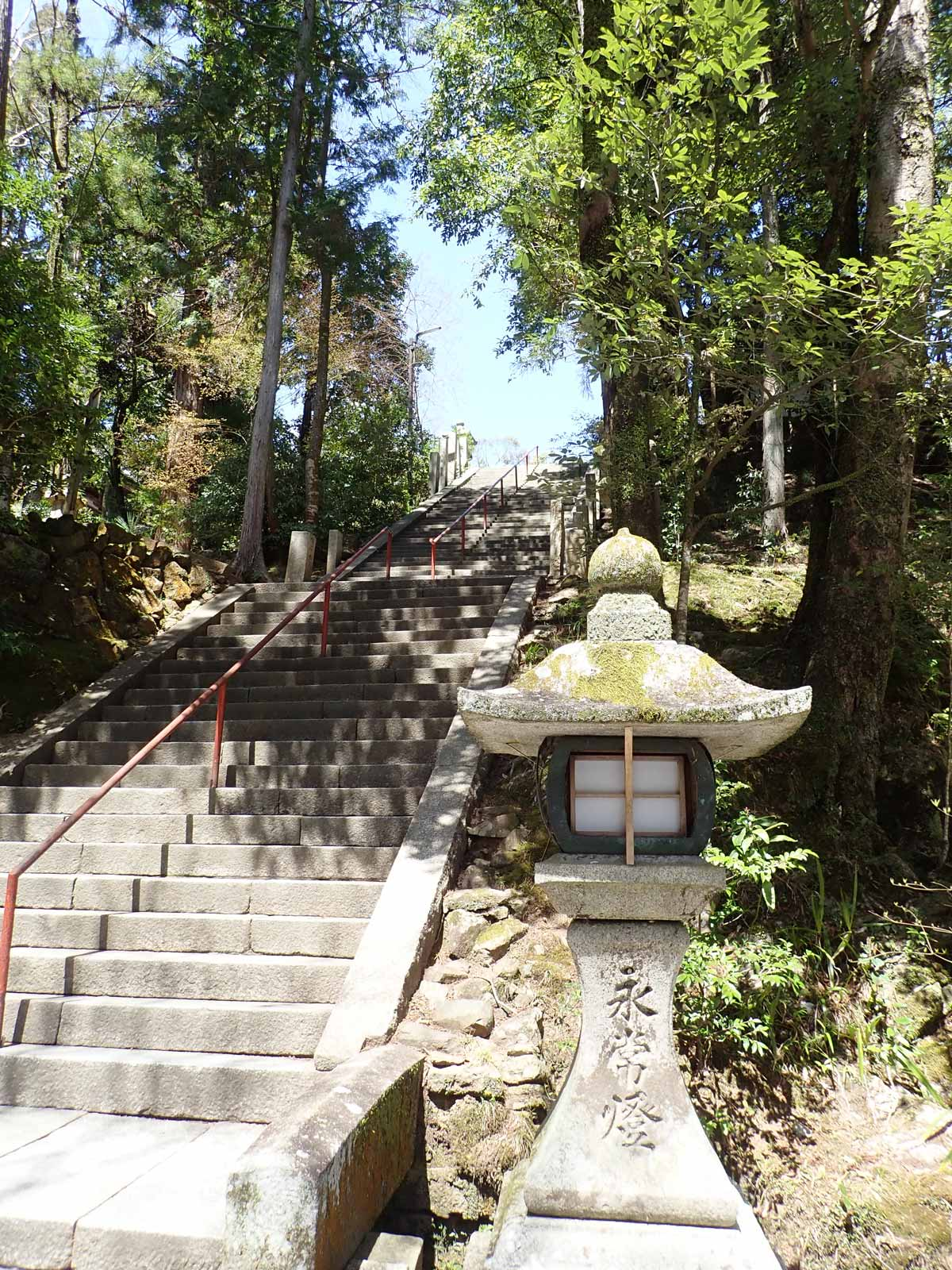 石山寺の長い階段