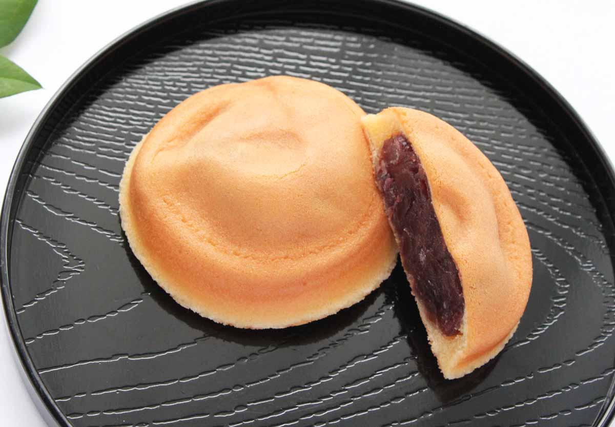 つぶあんともっちりとした皮が絶妙の阿闍梨餅