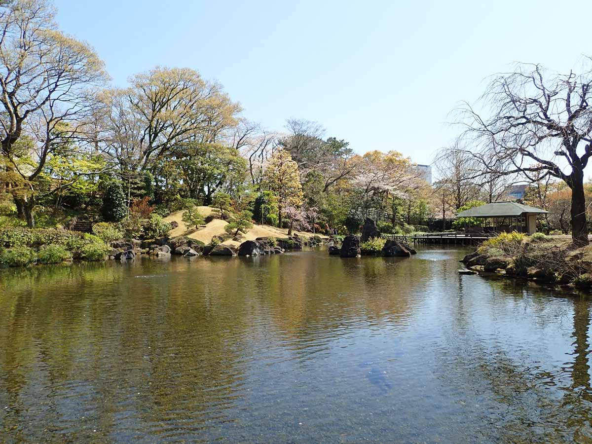 伊豆の風景をイメージした「海の庭」