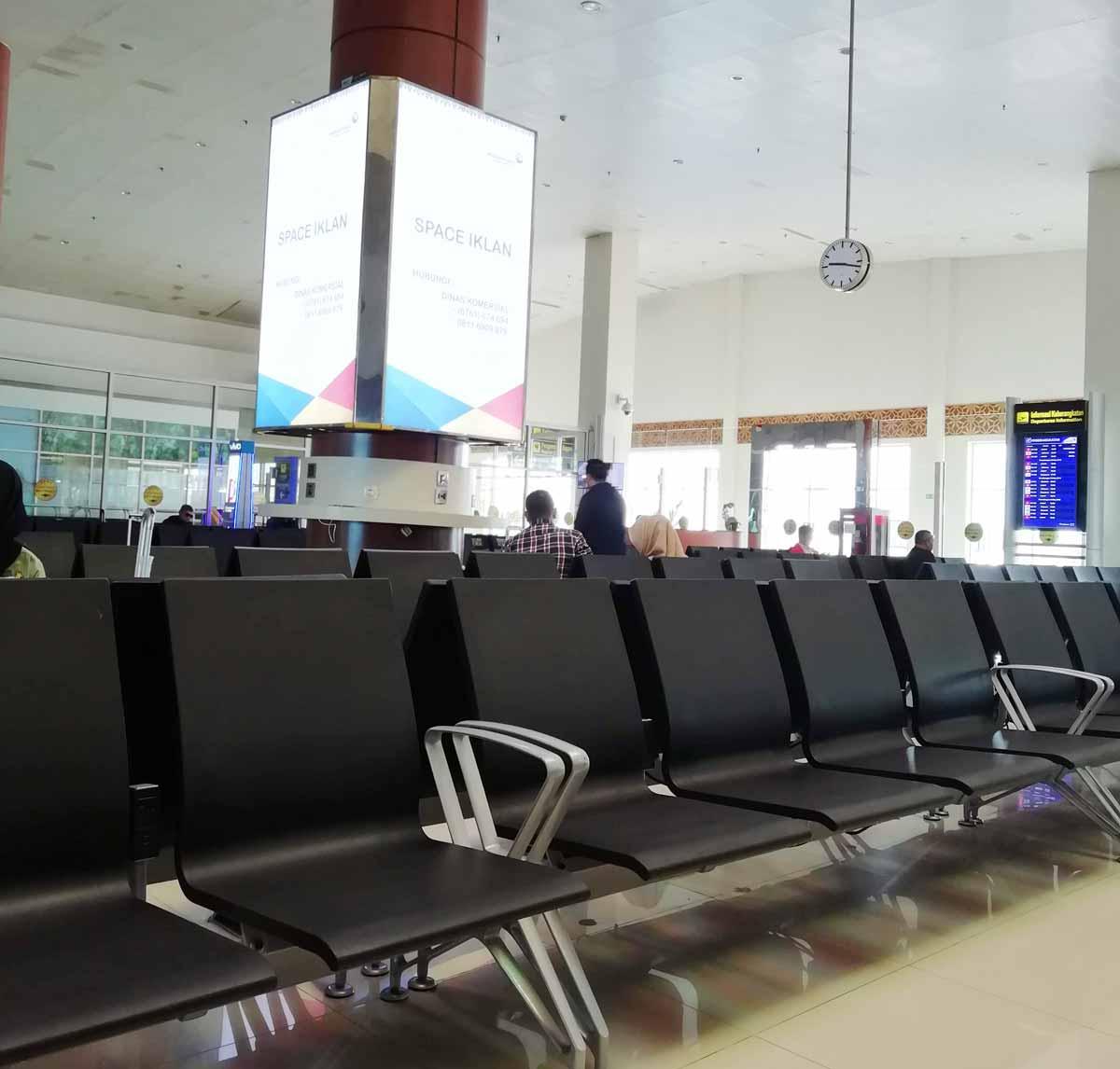 プカンバル空港の出発ロビー