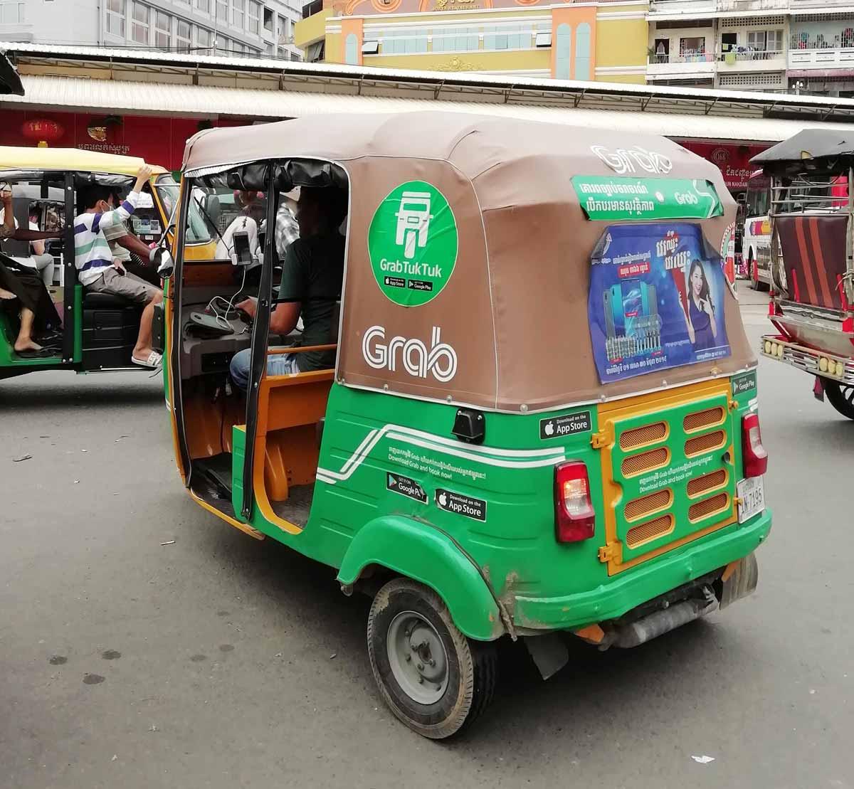 カンボジアのミニキャブ
