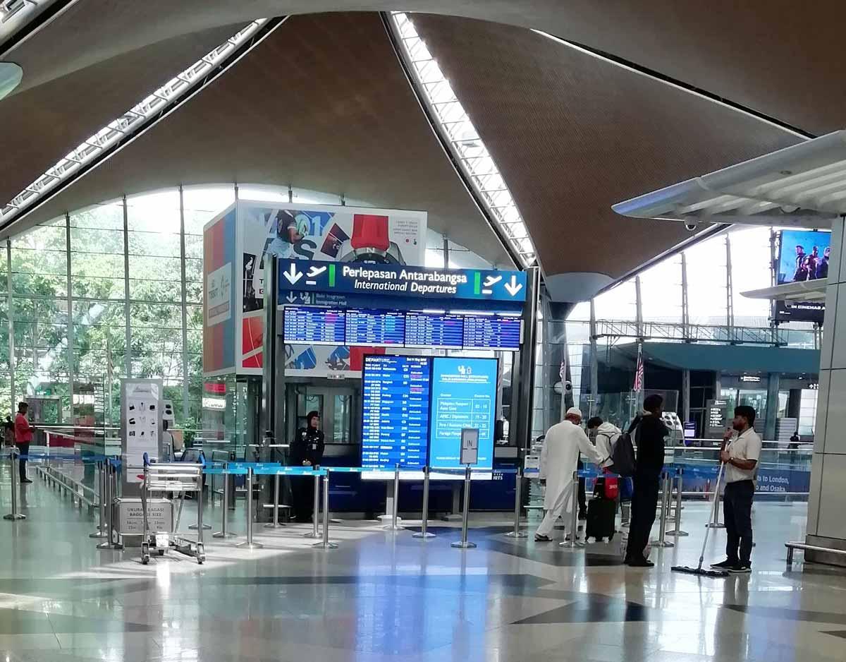 KLIA国際線出発の入口