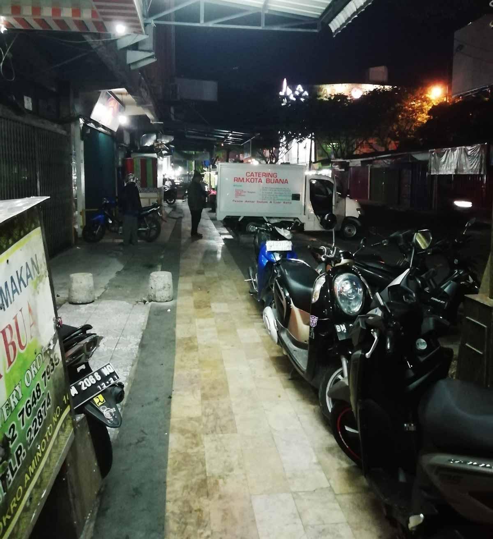 細い路地にあるRM Kota Buana