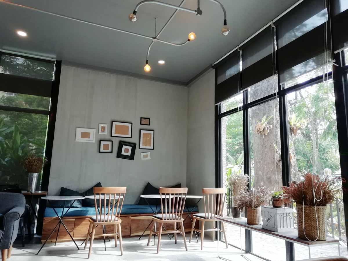 Cafe DE Phnom Penhの店内