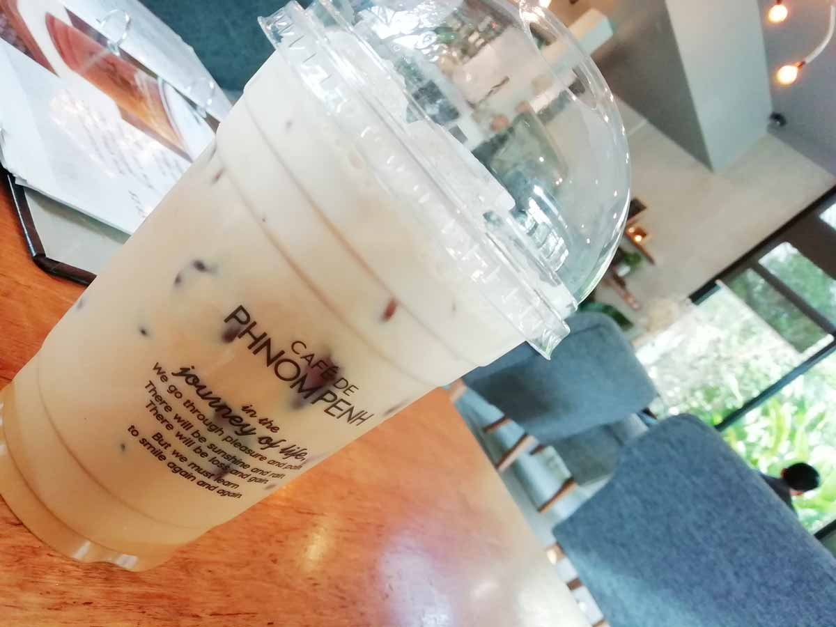 Cafe DE Phnom Penhのカフェラテ