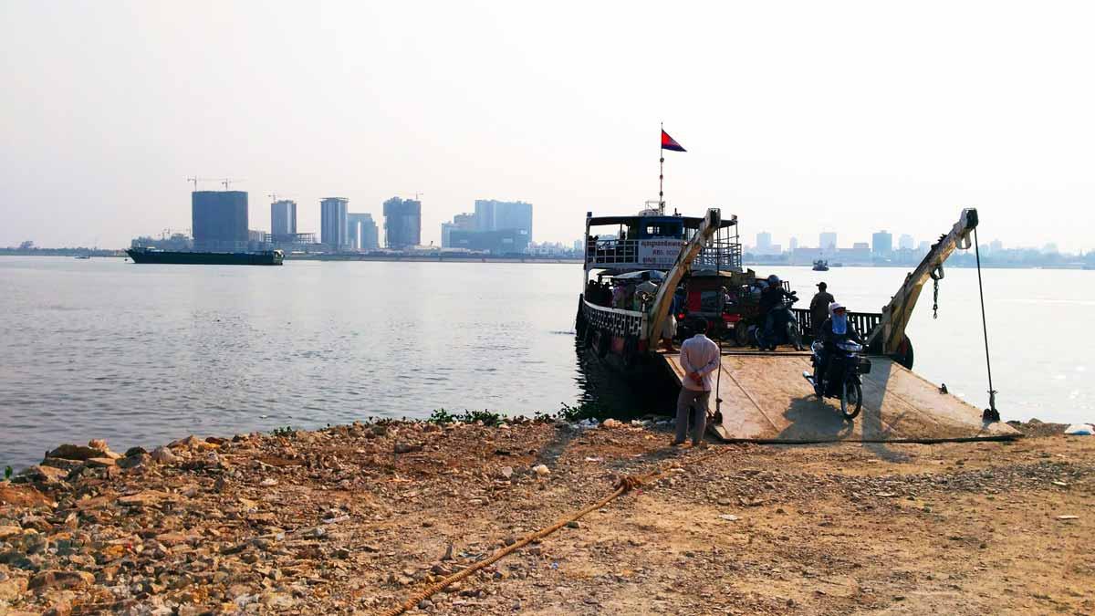 発展する都市部とその他の地域