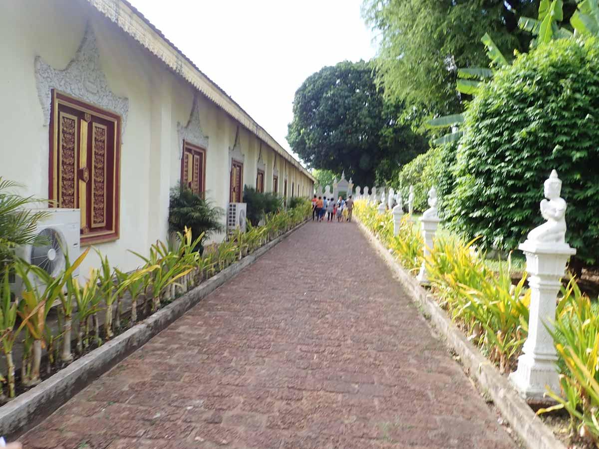 入場口から王宮内への通路
