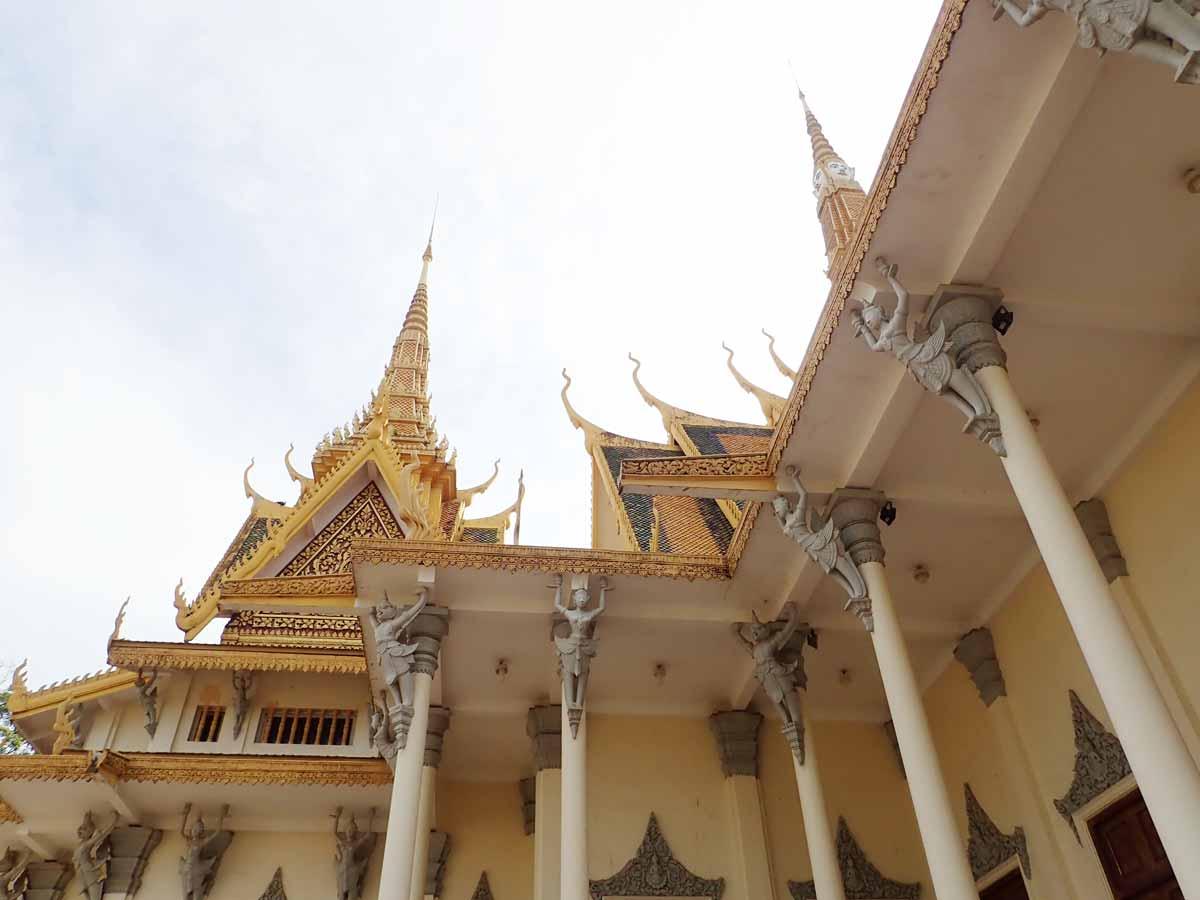 豪華な装飾が施された屋根