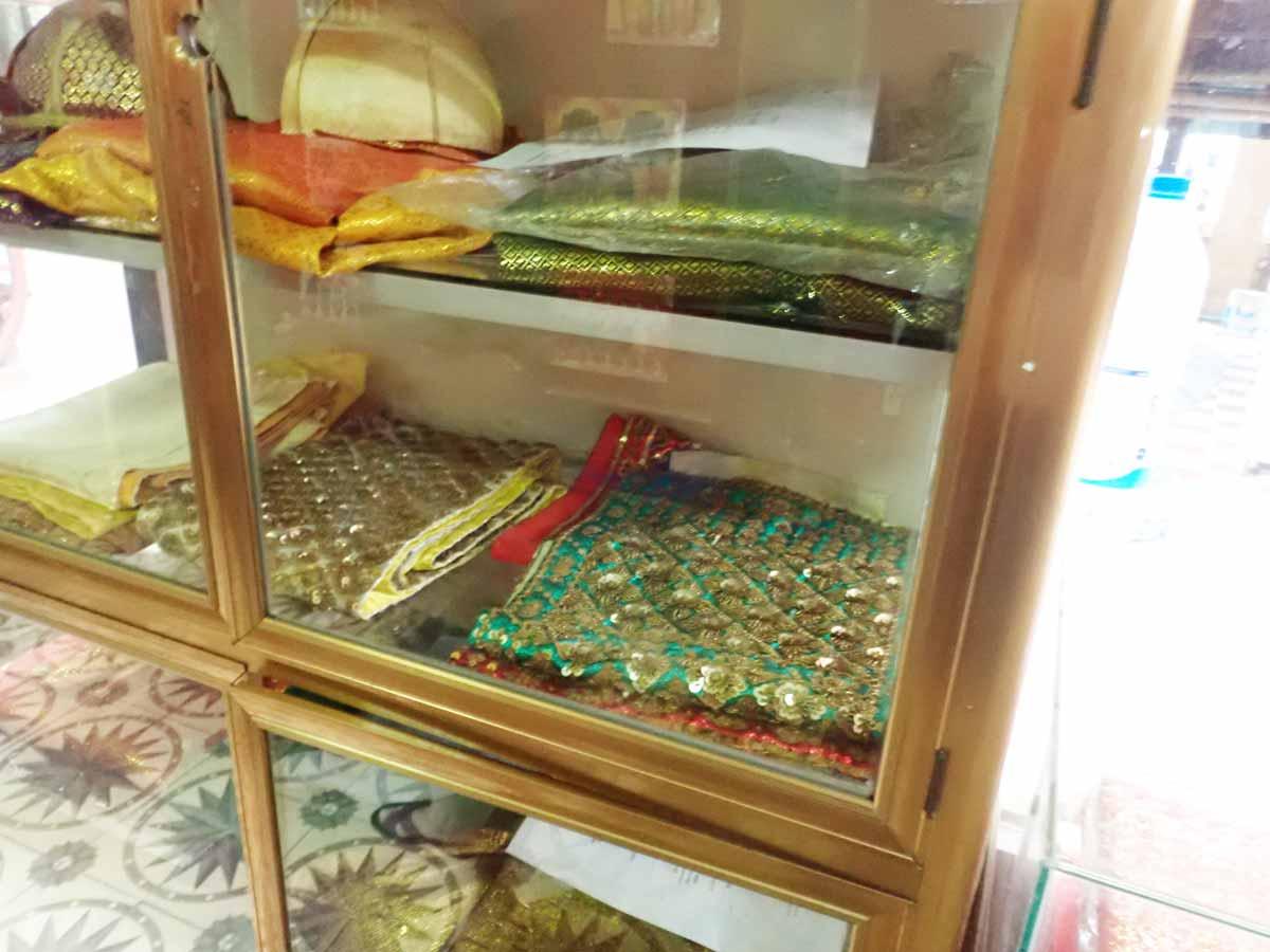 カンボジアの衣装などの展示