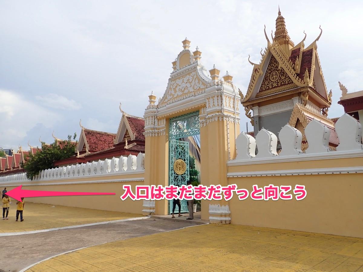 王宮の入口がある方向