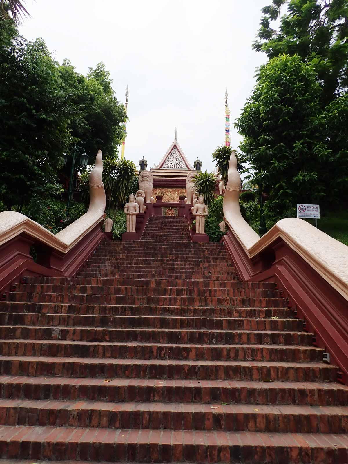丘の上へ続く階段