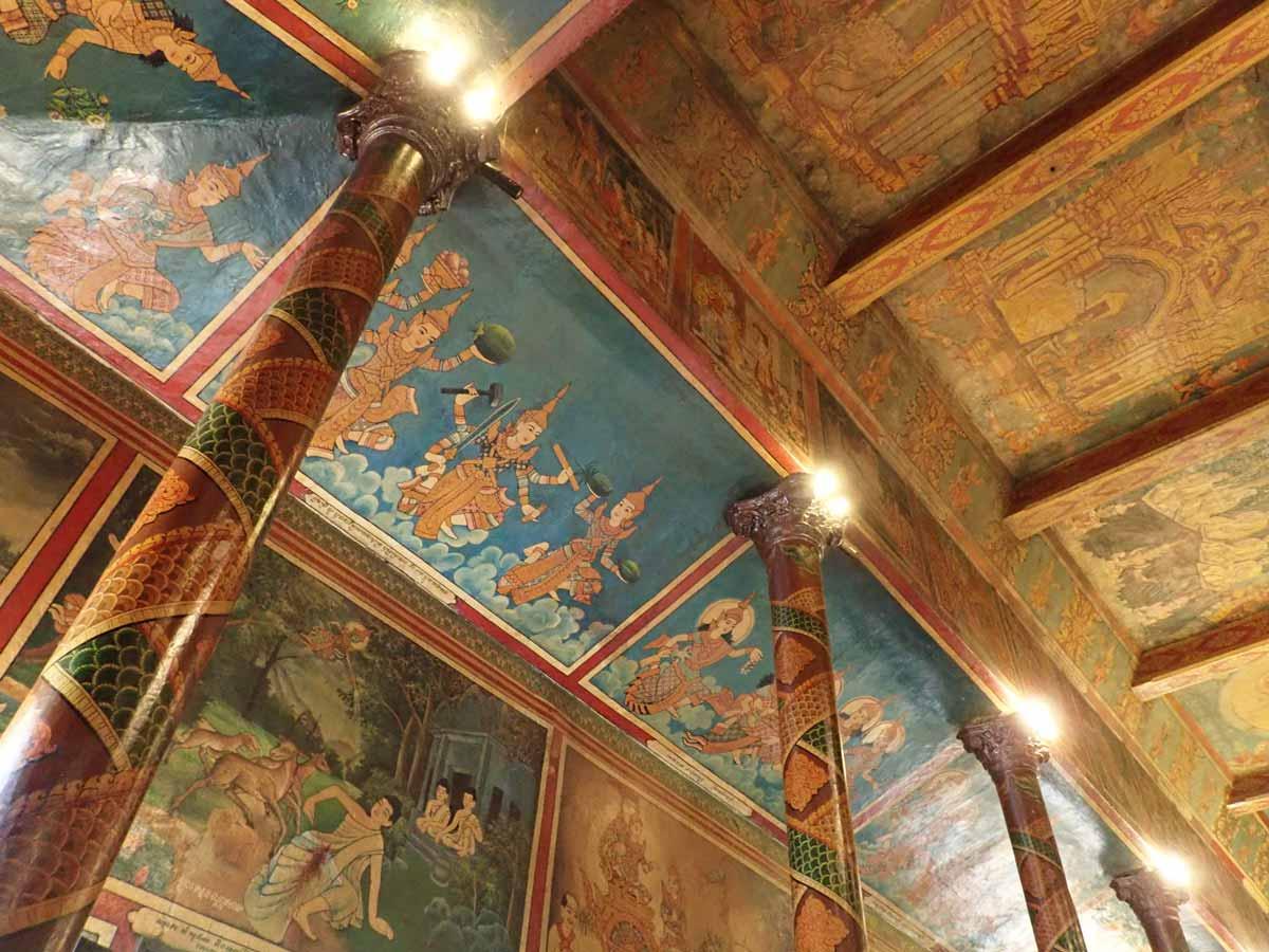 ワットプノンの建物の内側に描かれた絵