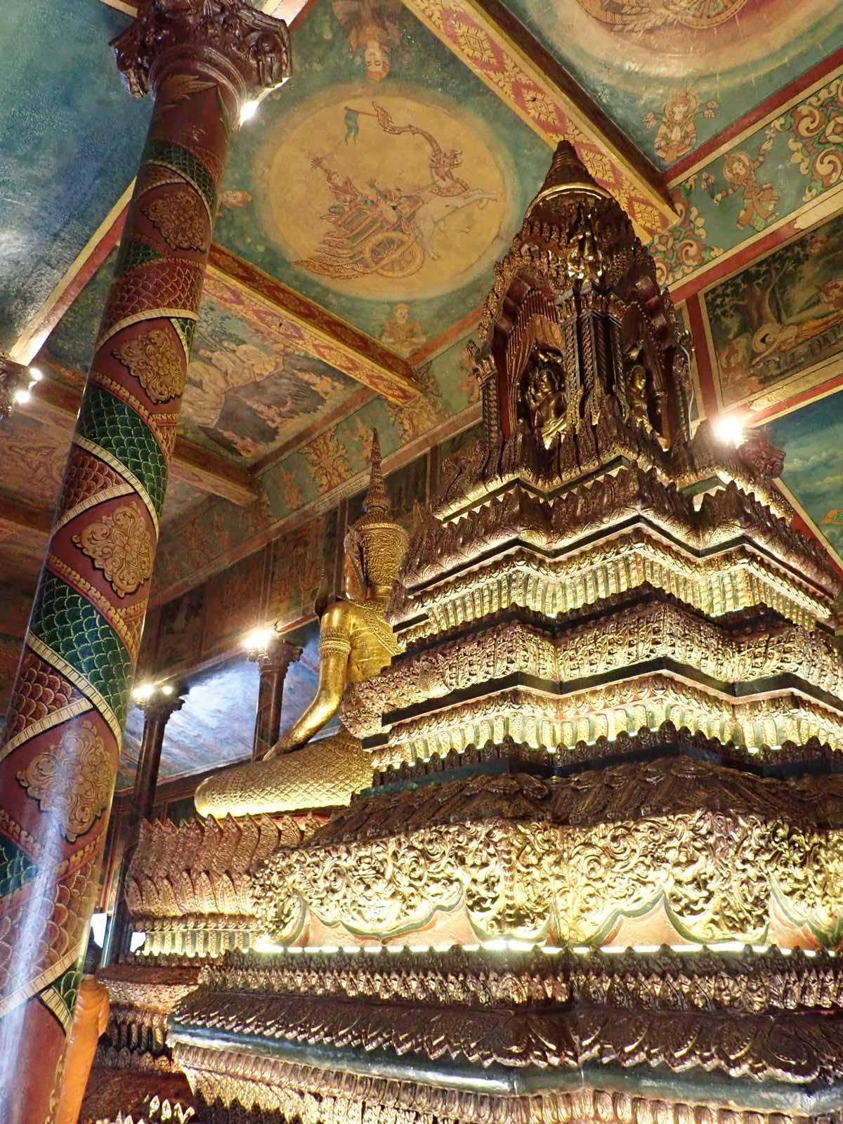 仏像の裏側からの光景