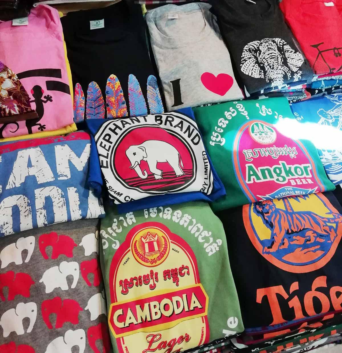 カンボジアのTシャツ