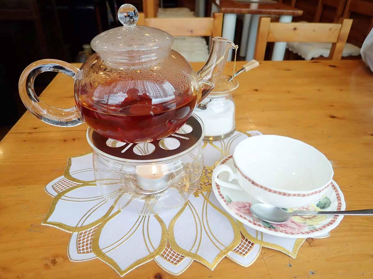 ジャンピングポットで提供される紅茶