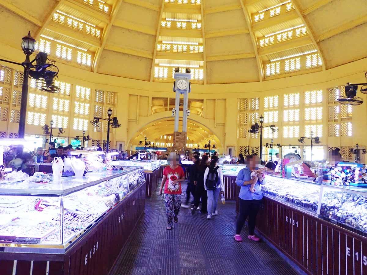 セントラルマーケット中央にある宝石屋