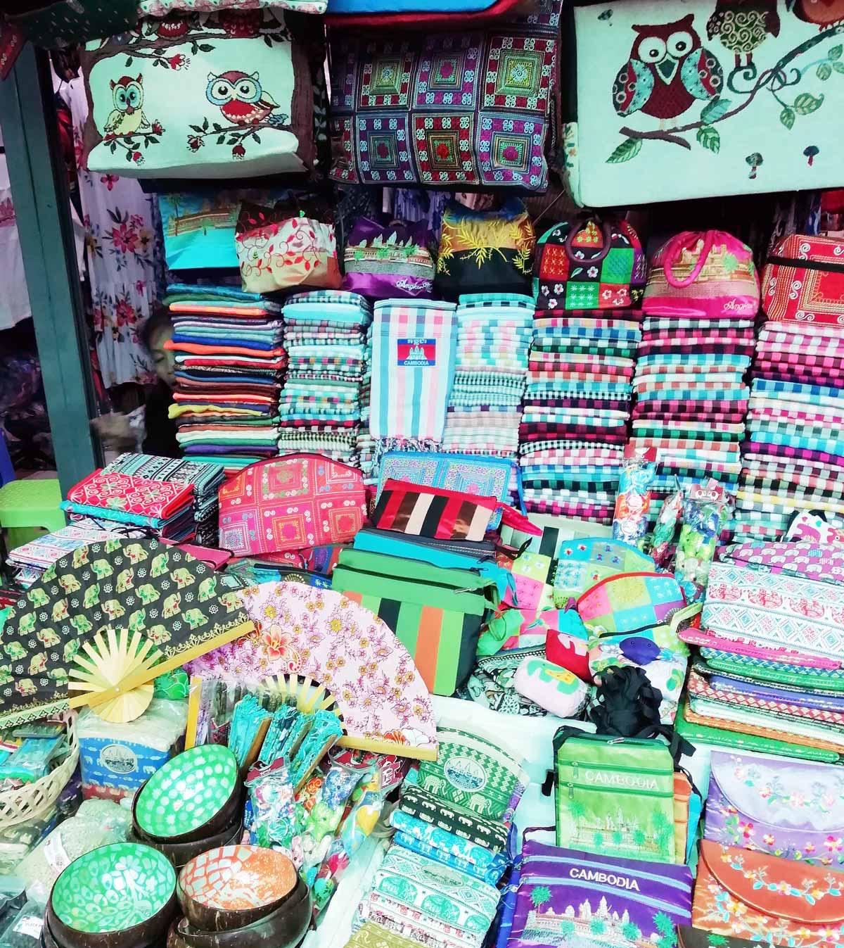 クロマーなどのカンボジア土産