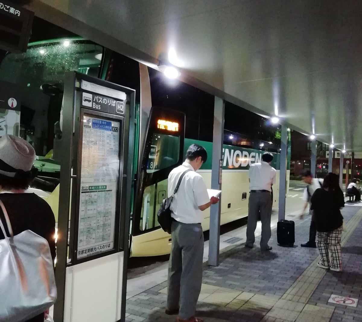 到着した江ノ電バス