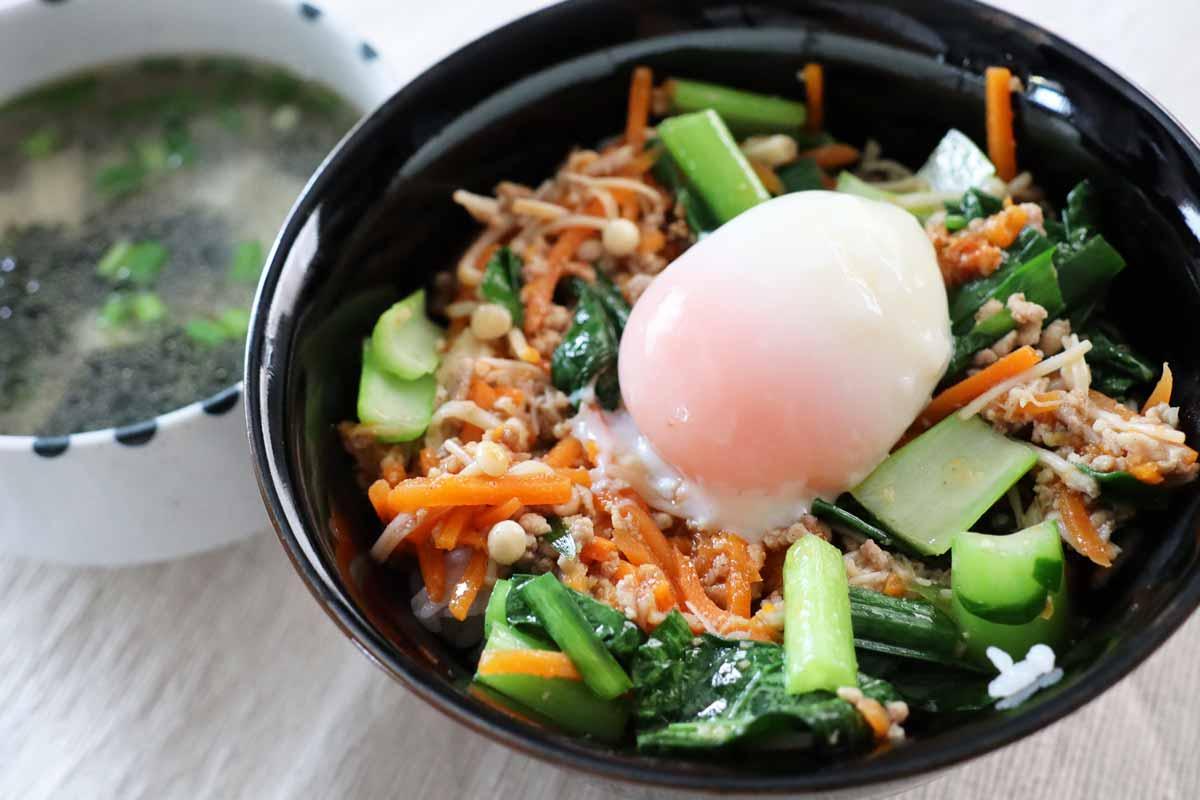 そぼろと野菜のビビンバと韓国風スープ