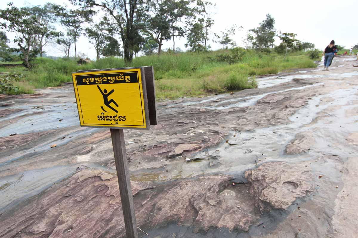 滑りやすい岩場